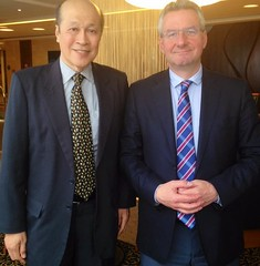 Yesterday in Prague, trade issues and EU-Singapore FTA debated with Ambassador Tan Soo Khoon. @Trade_EU. @EP_Trade