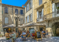 "Lunch on  ""Place aux Herbes"" in Uzes (Gard) (capvera) Tags: lunch market gard djeuner uzes marchauxherbes"