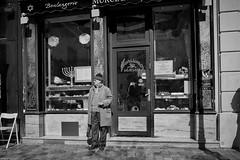 Paris 11 (rainerneumann831) Tags: street paris blackwhite mann marais boulangerie marciano