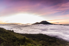Indonesien - Mount Batur (dh.raw) Tags: bali berg clouds forest sunrise canon indonesia wolken mount wald sonnenaufgang ef indonesien batur 6d 1635 canon6d 16354lis