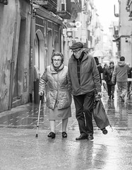 Together (Sisqu Tena) Tags: old people woman man rain nikon 70200 avis d800 mercat vilafranca pluja nikonflickraward