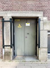 Deur_006 (R. Engelsman) Tags: door rotterdam hotelnewyork deur