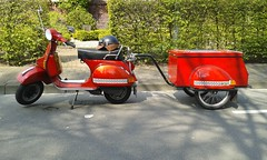 Maitour mit Karre (QQ Vespa) Tags: red rot classic vintage rouge vespa scooter trailer 80 rosso piaggio 125 anhänger px
