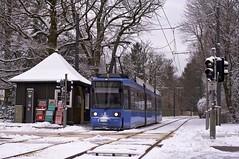 R2-Wagen 2146 in Grnwald an der Ludwig-Thoma-Strae (Frederik Buchleitner) Tags: schnee munich mnchen tram streetcar redesign grnwald 2146 trambahn linie25 strasenbahn r2wagen