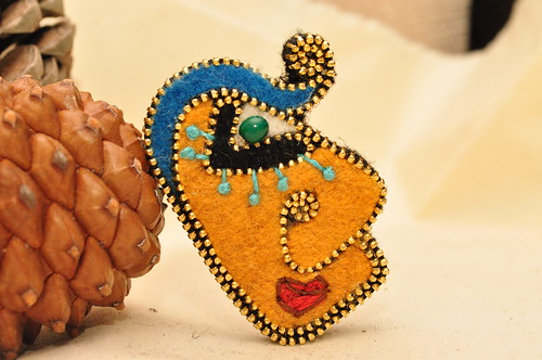 Picasso inspired zipper brooch