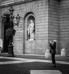 Statue (rayan_62) Tags: barcelona street catalonia bn catalunya callejera