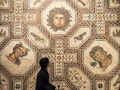 Museo Arqueolgico. Madrid (miguelno) Tags: madrid museum 35mm roman mosaic olympus mosaico romano mf museo manual pentacon archaeological f25 omd archeologie arqueolgico prakticar em5