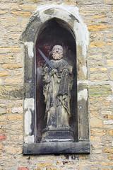 179_1119 Skulptur  in einer Nische in der Mauer vom Werderhof in Goslar. (stadt + land) Tags: deutschland skulptur stadt altstadt harz mauer historie weltkulturerbe goslar hansestadt geschichte damals früher nische erzbergwerk rammeslberg mauernische werderhof neuehanse