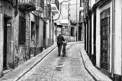 Afilador en Trujillo (garciajl3) Tags: street blackandwhite blancoynegro calle bicicleta grinder afilador
