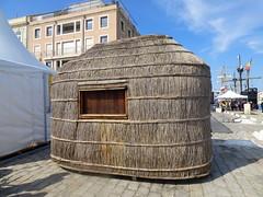 """mini/simili? hutte de pcheurs, dplace ou """" la manire de""""? (Claudie K) Tags: histoire ports roseaux hutte pavs voiliers escaleste"""