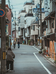(©Bart) Tags: street cute japan lost photography thought candid strangers streetphotography olympus stranger micro charming f18 rue lostinthought 43 75mm photoderue m43 mft ep5 micro43 microfourthirds microfourthird μ43 75mm18 mzuiko mzuikodigital olympusep5 olympus75mmf18 mzuikodigitaled75mmf18