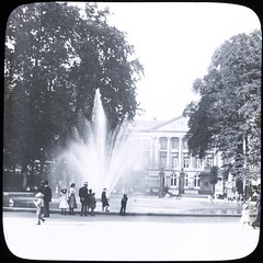 Non-Irish unknown: fountain, with onlookers... is le Parc Brussels (National Library of Ireland on The Commons) Tags: park brussels people water fountain children boat pond yacht hats sailorsuits toyboats parcdebruxelles warandepark thomasmayne leparc lanternslides nationallibraryofireland palaisdelanation brusselspark palaceofthenation brusselsspout locationidentified belgianfederalparliament thomasholmesmason thomashmasonsonslimited