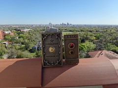 DieselDucy and AB See elevator on Bushnell (DieselDucy) Tags: sanantonio texas lift diesel elevator ascensor lyfta rafe dieselducy ducy historicoutdoorelevator lyftu asencsor