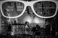 Briloro (Reiner Girsch) Tags: life street city light people blackandwhite streetart silhouette blackwhite leute cologne kln olympus menschen stadt passion com sw sos magazin humans omd gesichter schwarzweis herzblut strase leidenschaft em5 streetphotoraphy lifeofthestreet streetfotografie issuu strasenfotografie grosstadtdschungel streetmagazin soulofstreet rgfotografie citydschungel streetmagazinpunktcom soulofcologne