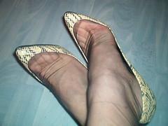 IM007088 (grandmacaon) Tags: highheels stilettos lowcut talonsaiguille hauttalons hautstalons lowcutshoes toescleavage
