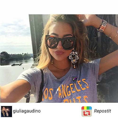 Foto by @giuliagaudino #orecchini #earrings #swarovsky #younique #piercing #hearth #madeinitaly #accessori #personalizzati #madeinitaly #lofi #showroom #blogger #spille #stileitaliano #Prague #lovethiscity #29thAugust #Karlůvmost #y