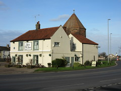 White Swan and North West Tower (LookaroundAnne) Tags: tower pub norfolk yarmouth greatyarmouth publichouse townwall