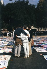10.AIDSQuilt.WDC.13October1996 (Elvert Barnes) Tags: washingtondc dc aids 1996 nationalmall aidsquilt thenamesproject october1996 13october1996 sunday13october1996namesprojectaidsmemorialquiltdisplaywashingtondc october1996namesprojectaidsmemorialquiltdisplay namesprojectaidsmemorialquiltdisplay
