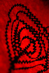 Red Links II (Philippe Gillotte) Tags: red rouge fil motifs mercerie