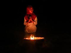 La Madeleine de Ko Lanta (Raphael Beton) Tags: portrait thailand ko lanta fille krabi feu bougie jeune priere muslmane
