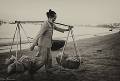 c20140806NFX_5332-Edit (youngman242) Tags: bw woman beach vietnam muine monochrone ganh fishingmarket