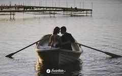 fotografia-slubna-swietliste-romantyczny-plener-Bory-Tucholskie-lodka-jezioro