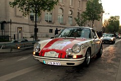PORSCHE 911 2,0l 1966 #143 (seb !!!) Tags: auto old orange white paris classic cars blanco branco race canon germany deutschland photo automobile 2000 foto tour image laranja 911 picture competition grand voiture racing 1966 course german porsche palais hood 20 seb bild blanche oldtimers weiss naranja bianco blanc imagen capot deutsch arancione imagem automovil ancienne 143 allemand automovel optic populaire classique anciennes wagen 2016 automobil capucha 20l cap cappuccio allemande klassic berlinette 1100d abzugshaube sonauto