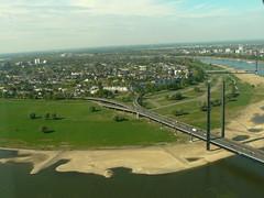 mal D'dorf zwischendurch 5/5 (AnnAbulf) Tags: sand fiume ponte nrw fernsehturm reno brcke turm dsseldorf rhein nordrheinwestfalen sabbia rheinturm flus renaniasettentrionalevestfalia