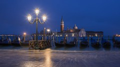 *Lichter von Venedig* - *Lights of Venice* (in explore) (albert.wirtz) Tags: italien venice italy italia flood ngc gondola bluehour piazza venezia venedig molo acquaalta hightide piazzasanmarco hochwasser sangiorgiomaggiore langzeitbelichtung canalgrande blauestunde gondeln isoladisangiorgiomaggiore explored piazetta d810 inexplore nikond810 nikkor2412040vr albertwirtz lorablu