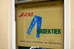 Hans Broektiek - Lange Bisschopstraat Deventer (FaceMePLS) Tags: reclame nederland thenetherlands streetphotography deventer etalageruit straatfotografie facemepls canonpowershots100