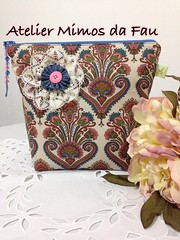 Nécessaire Arabesco Floral (Atelier Mimos da Fau) Tags: botão fuxico contas rendadebilros florderenda nécessaire
