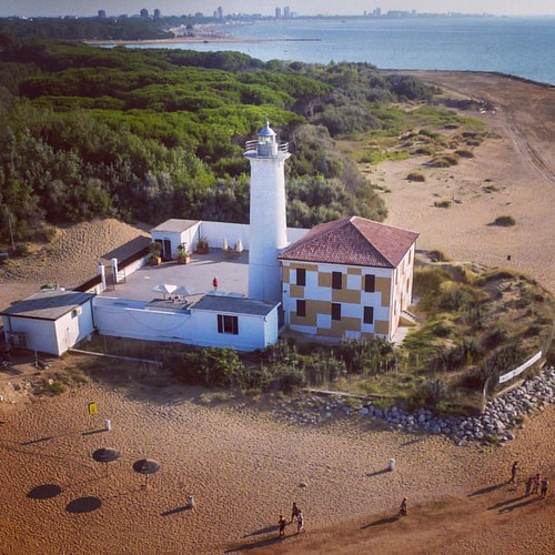 The #lighthouse of Bibione is a small white house near the #Tagliamento river and the #beautiful golden #beach of #Bibione.  #igersitaly #drone #dronestagram #droneoftheday #dronesdaily #drones #nature #pretty #love #mothernature #travel #holiday #trip #p