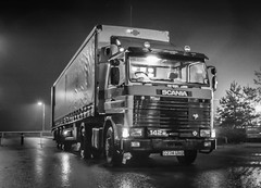 Scania 142 V8 (deltic17) Tags: old classic monochrome blackwhite 1999 lorry walkers artic v8 articulated scania haulage hgv roadtransport walkersoftuxford