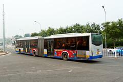 """[Buses in Beijing] Changjiang Iveco CJ6180GCH """"EuroRider"""" BPT #B94006 Line BRT-1 at the Temple of Heaven (tonyluan1990) Tags: beijing  publictransport brt iveco bendybus  neoplan busrapidtransit  lowfloor articulatedbus   thetempleofheaven  centroliner  eurorider cj6180gch jnp6180g beijingpublictransportholdingsltd lowentry    bisectionbus cbciveco     youngmanneoplan beijingpublictransport"""