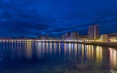 Bahia de Gijon en la hora Azul (Urugallu) Tags: luz canon noche mar flickr asturias playa colores amanecer sanlorenzo gijon xixon reflejos cantabrico playadesanlorenzo 70d joserodriguez horaazul urugallu sedado