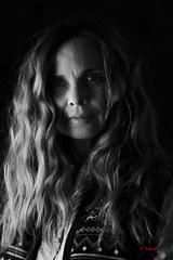 Danielle Boud'Arte (2) (Yasur.sur.Flickr) Tags: portrait bw woman monochrome nikon noiretblanc femme longhair highcontrast d750 drama lowkey 70200mm yasur drame dramatique basselumière cheveuxlong contrasteélevé