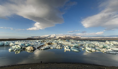 The Ice lagoon in the morning (Nick L) Tags: icelagoonatjokulsarlon icelandic iceland ice icelagoonatjökulsárlón vatnajökull vatnajökullnationalpark vatnajokullnationalpark vatnajokull hvannadalshnjúkur hvannadalshnjukur jökulsárlón southerniceland southiceland southeasticeland 5d3 5d 5dmarkiii eos5dmkiii eos5dmark3 eos5dmk3 eos5d3 canon5d3 1635l 1635lii 1635 theicelagoon lagoon october2014 islande