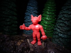 Kelly-Hopkinsville, 1955 (ridureyu1) Tags: toy toys actionfigure cryptozoology cryptid toyphotography ufosighting sonycybershotsonycybershotdscw690 wondergrowmonsters