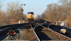 Waiting for Room (GLC 392) Tags: light ohio color lights waiting dwarf sub north lap cairo toledo oh bo 40 siding ge signal position cpl csx subdivision emd cpls c408w 7849 cw408