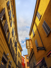 Italian yellows (Paco CT) Tags: italy yellow facade construction front structure amarillo bologna construccion ita technique fachada bolonia emiliaromagna contrapicado lowangle 2016 pacoct elementoconstructivo