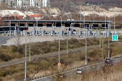 Betalstation Lernacken (Hkan Dahlstrm) Tags: bridge photography se skne traffic sweden border cropped malm f71 resund resundsbron 2016 skneln lernacken vster xe2 betalstation xc50230mmf4567ois sek 9911042016174411