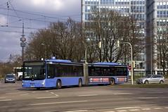 Die SEV-Linie 21 muss Richtung Westfriedhof einen Umweg ber die Postillonstrae machen, da die Kreuzung Borstei gesperrt ist: MAN-Gelenkbus 5369 biegt aus der Dachauer Strae ab (Frederik Buchleitner) Tags: man bus munich mnchen tram baustelle sev streetcar omnibus westfriedhof mvg gelenkbus trambahn 5369 linie21 lionscity schienenersatzverkehr strasenbahn ersatzbus