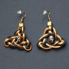 triskel (fabrikarine) Tags: fleur vintage collier bijoux plastic boucle fou cuivre doreille
