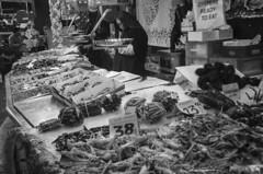 Boqueria9 (Il__Pelle) Tags: barcelona bw espaa blackwhite spain nikon mercado pescado boqueria barcellona spagna pesce mercat