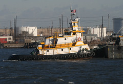 NAVIGATOR in New York, USA. January, 2016 (Tom Turner - SeaTeamImages / AirTeamImages) Tags: nyc usa newyork water yellow port harbor marine unitedstates harbour transport vessel pony maritime transportation tugboat tug statenisland bigapple tow navigator channel waterway towing kvk tomturner killvankull