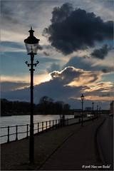 De avond valt (Hans van Bockel) Tags: city clouds photoshop nikon raw nef thenetherlands wolken welle stad deventer ijssel architectuur rivier voorjaar nld lantaarns ijsselkade 1680mm d7200