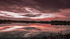 Dirty red (Massimo Buccolieri) Tags: sunset seascape marina zonsondergang tramonto sonnenuntergang prdosol marinha solnedgang solnedgng coucherdusoleil  lapuestadelsol  paesaggiomarino paysagemarin seestck  marinmlning  marinemaleri solisoccasum