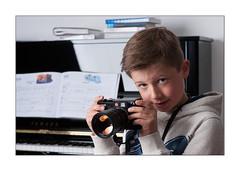 Young Leica photographer (Istvan Penzes) Tags: portrait thomas flash handheld elinchrom nikond3x penzes nikonnikkorafd85mm14 quadrahs litemotiv120cmsoftbox elinchrom400elb