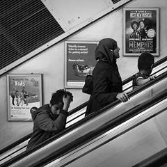 Look at me (Ale.carovillano) Tags: street bw london monochrome streetphotography monochromatic bn streetphoto londra