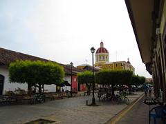 """Granada: le quartier touristique et ses terrasses <a style=""""margin-left:10px; font-size:0.8em;"""" href=""""http://www.flickr.com/photos/127723101@N04/26619586941/"""" target=""""_blank"""">@flickr</a>"""